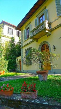 Casa di Mina: Front view