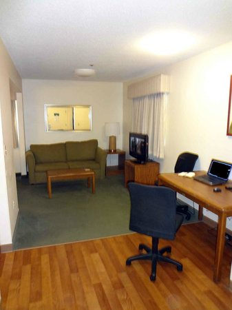 Extended Stay America - St. Louis - Westport - Craig Road : Living room and kitchen table (I used it for work table).