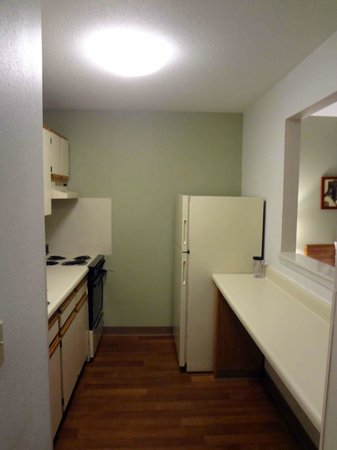 Extended Stay America - St. Louis - Westport - Craig Road : Kitchen area.