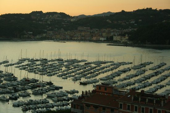 Doria Park Hotel: View from room at sunset.....with a nice glass of vino!