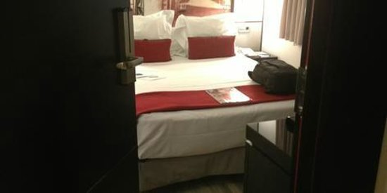 H10 Universitat Hotel : quarto muito pequeno