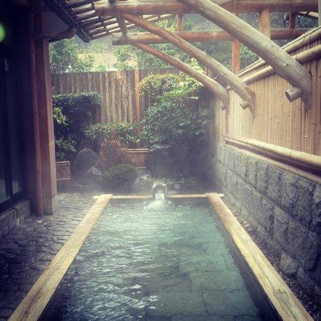 Koraku: Onsen in the morning. Nobody's there. / 朝の温泉、誰でもない
