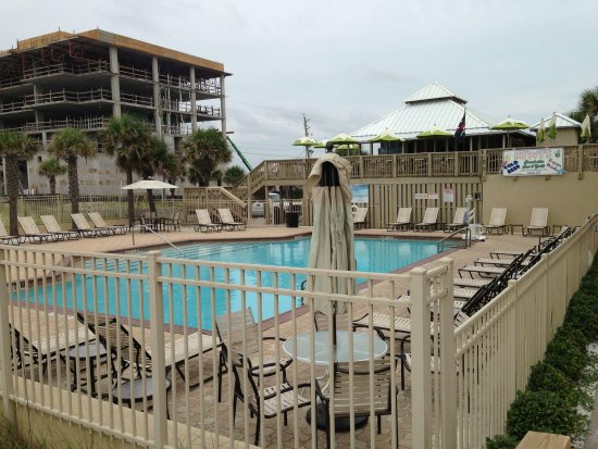 Four Points by Sheraton Destin- Ft Walton Beach: Pool with bar and New Building comming up