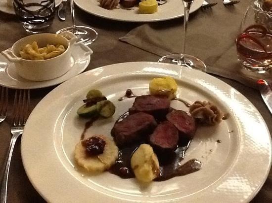 Hotel Restaurant Le Terminus : sella di capriolo: primo servizio