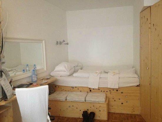 my MOJO vie Hostel: Quarto Goopie, cama de casal.