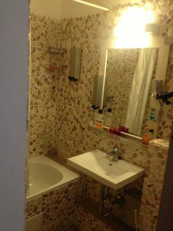 my MOJO vie Hostel: Quarto Goopie, banheiro