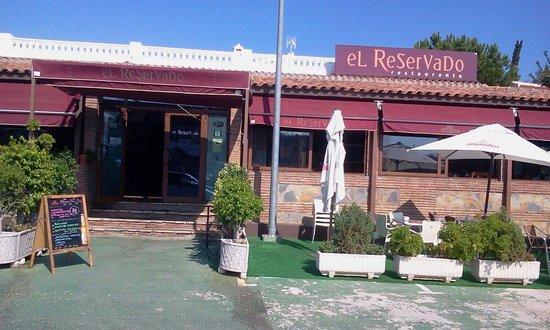 El Reservado: Entrada al restaurante