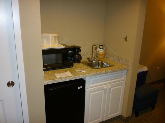 Comfort Inn & Suites North Conway: Wet bar with frig & microwave