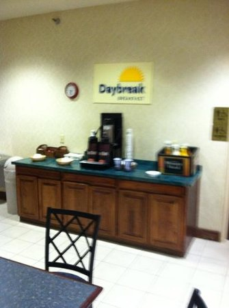 Days Inn by Wyndham West Liberty: other 1/2 of the breakfast, nothing except coffee, contrast with professional photos. bait & swi