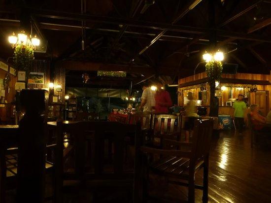 Myne Resort: Inside the main area at night