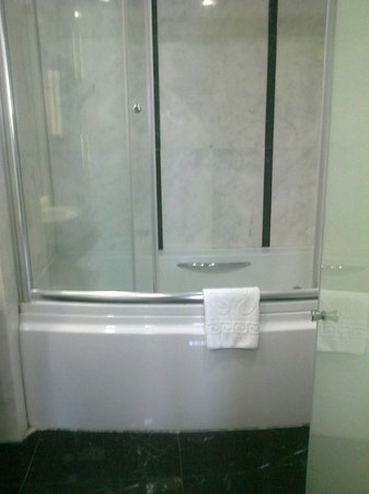 Azade Suites : Bathroom - with Bath!