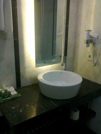 Azade Suites : Sink/vanity