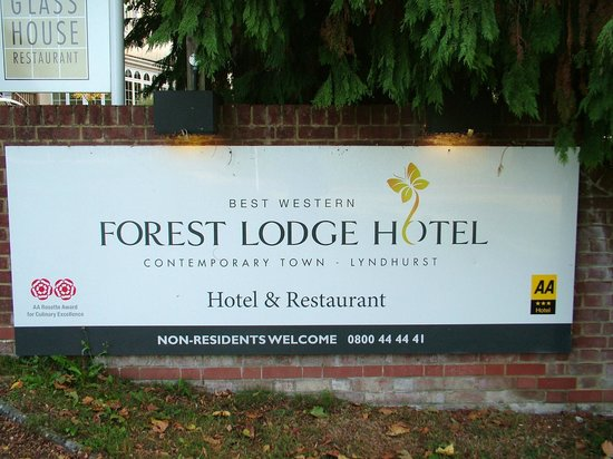 Forest Lodge Hotel: Entrance to Hotel