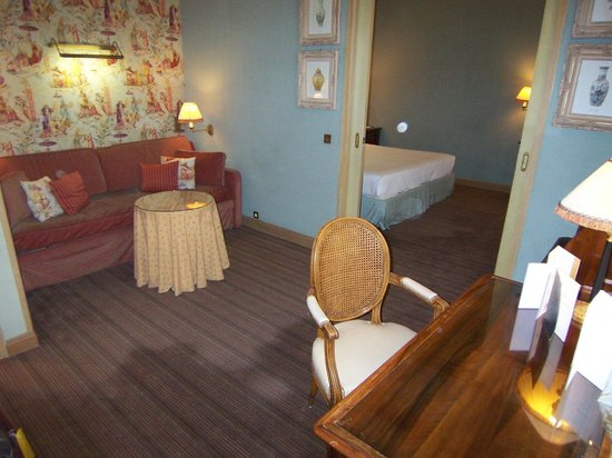 Chambiges Elysees Hotel : Suite 306 sitting room