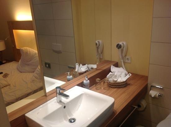 Grosch Hotel: Bad in Zimmer 18