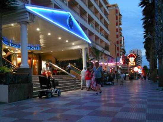 Presidente Hotel: hotel by night