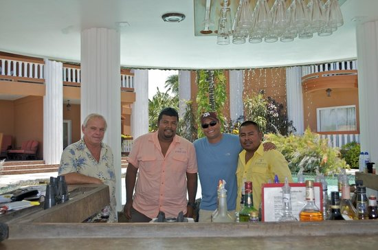 Athens Gate Beach Resort: Joe, E, My husband, & James on our last day. :(