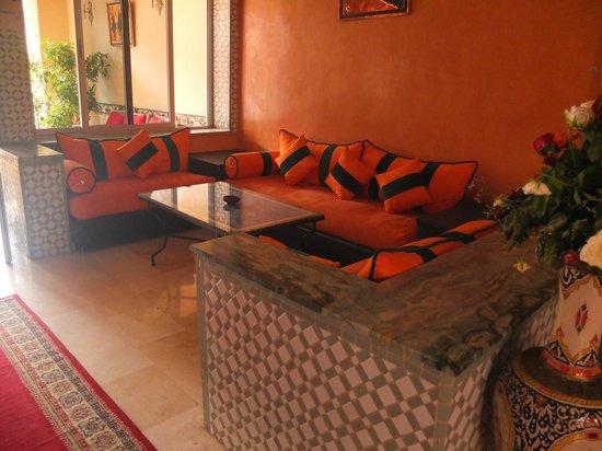 Hotel Al Kabir : Sitting area by the reception