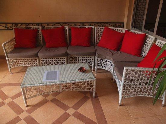 Hotel Al Kabir : Sitting area by the poolside