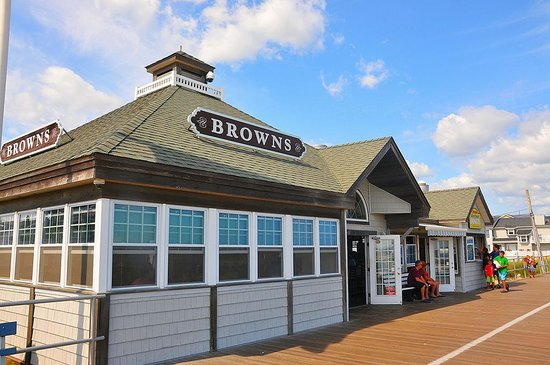 ‪Brown's Restaurant‬
