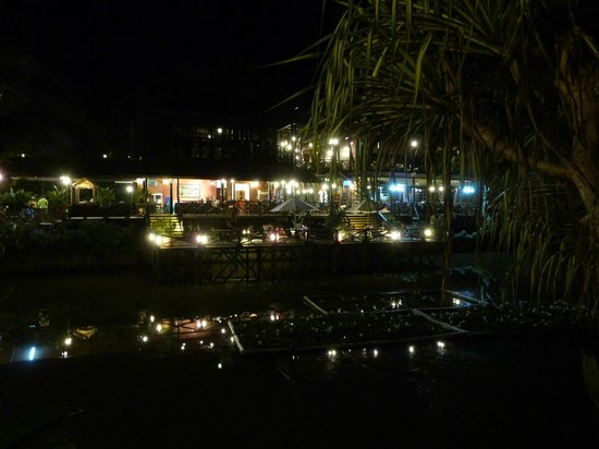 Sepilok Nature Resort: Looking over lake to main area at night