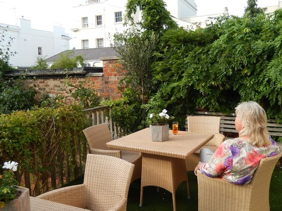 The Cheltenham Townhouse: Nice little terrace