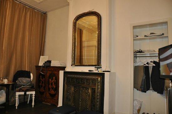 B & B 1680: Habitación