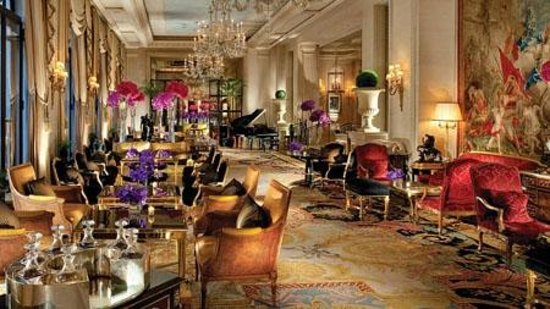 Le Cinq : seating are