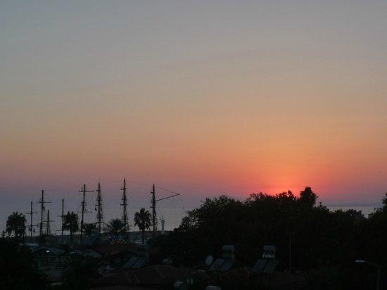 Sempati Motel: Sunset view