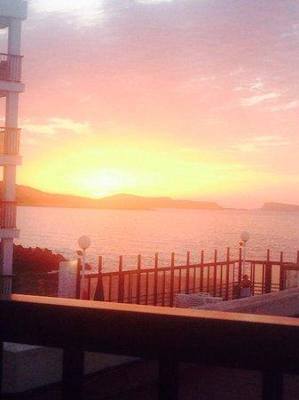 Nereida Aparthotel: Beautiful sunset from room 221(mid October!)