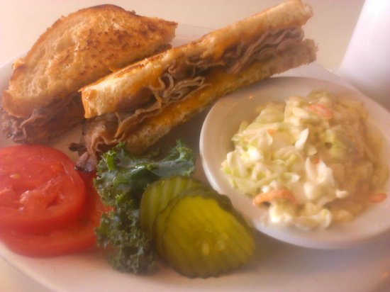 Apple Peddler: Sandwich and slaw