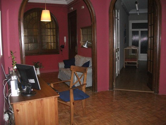 Ally's Guest House: the common area
