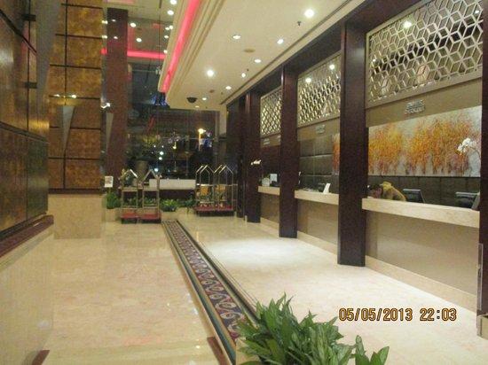 Grand Seasons Hotel : Reception Lobby