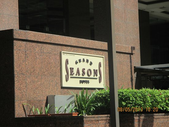 Grand Seasons Hotel : Entrance