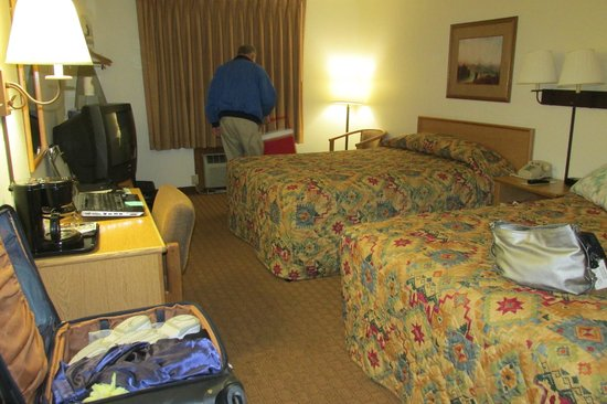 Super 8 by Wyndham Jackson Hole: Average room desktop TV not quite working