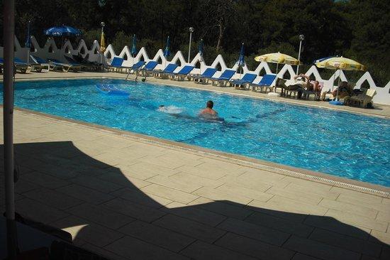 Tumen Hotel : pool area