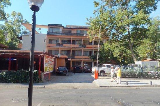 Venera Hotel: front of hotel
