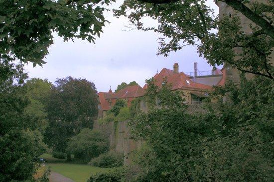Burgtor und Burg: burg