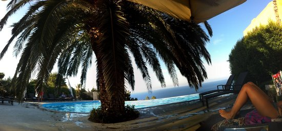 Hotel Ravesi: Piscina