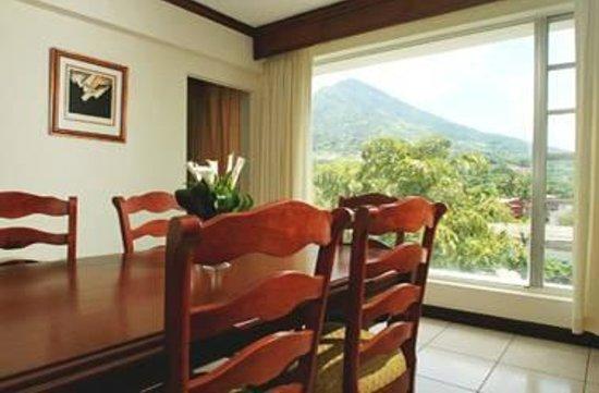 Plaza Hotel & Suites: Apartment