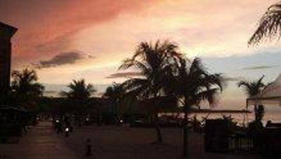 Secrets St. James Montego Bay: Sunset walk to dinner