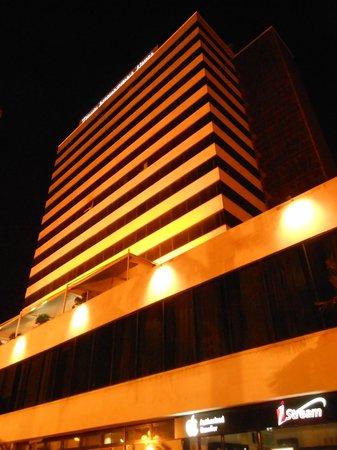 Tirana International Hotel & Conference Centre: Hotel at night