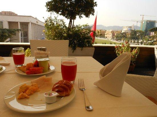 Tirana International Hotel & Conference Centre: Breakfast