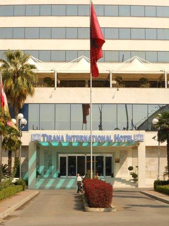 Tirana International Hotel & Conference Centre: Entrance