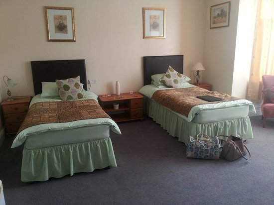 The Seacroft: Large Twin Room 1