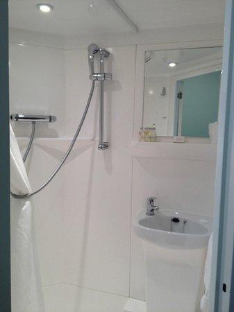 Elim Conference Centre: Shower pod