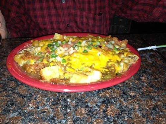 Los Dos Potrillos: nachos and veggie burrito! Bueno!