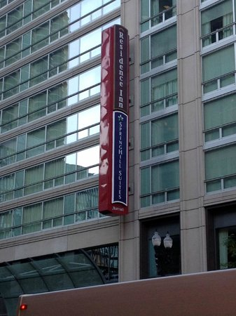 SpringHill Suites Chicago Downtown/River North: Signage