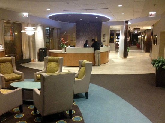 SpringHill Suites Chicago Downtown/River North : Lobby & Front Desk