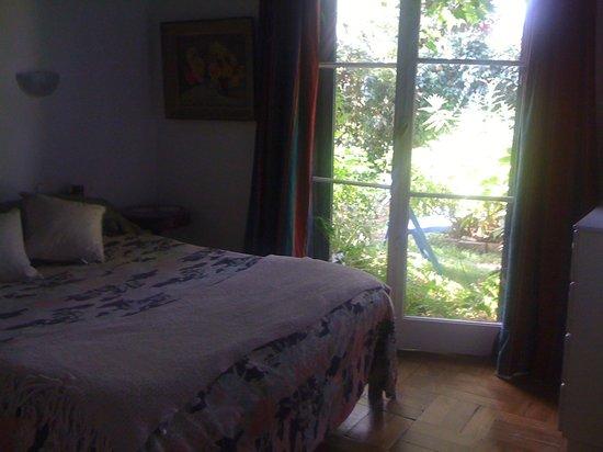 Magda House: habitación doble con salida a Jardin